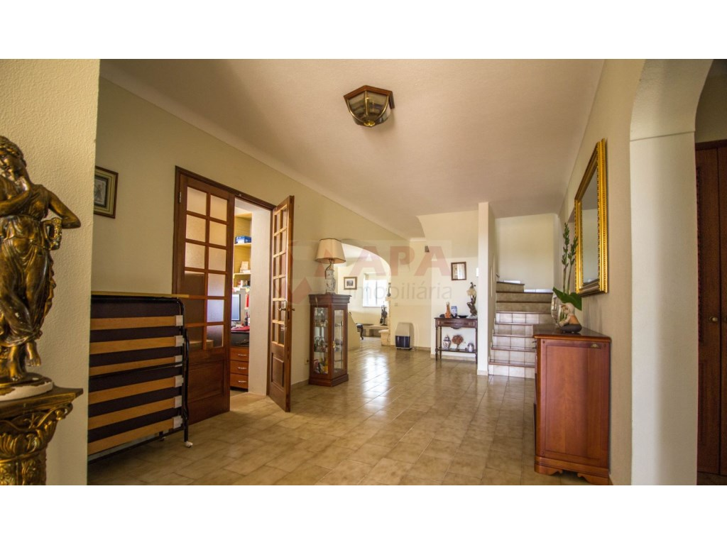 4 Bedroom villa with pool in Loulé (23)