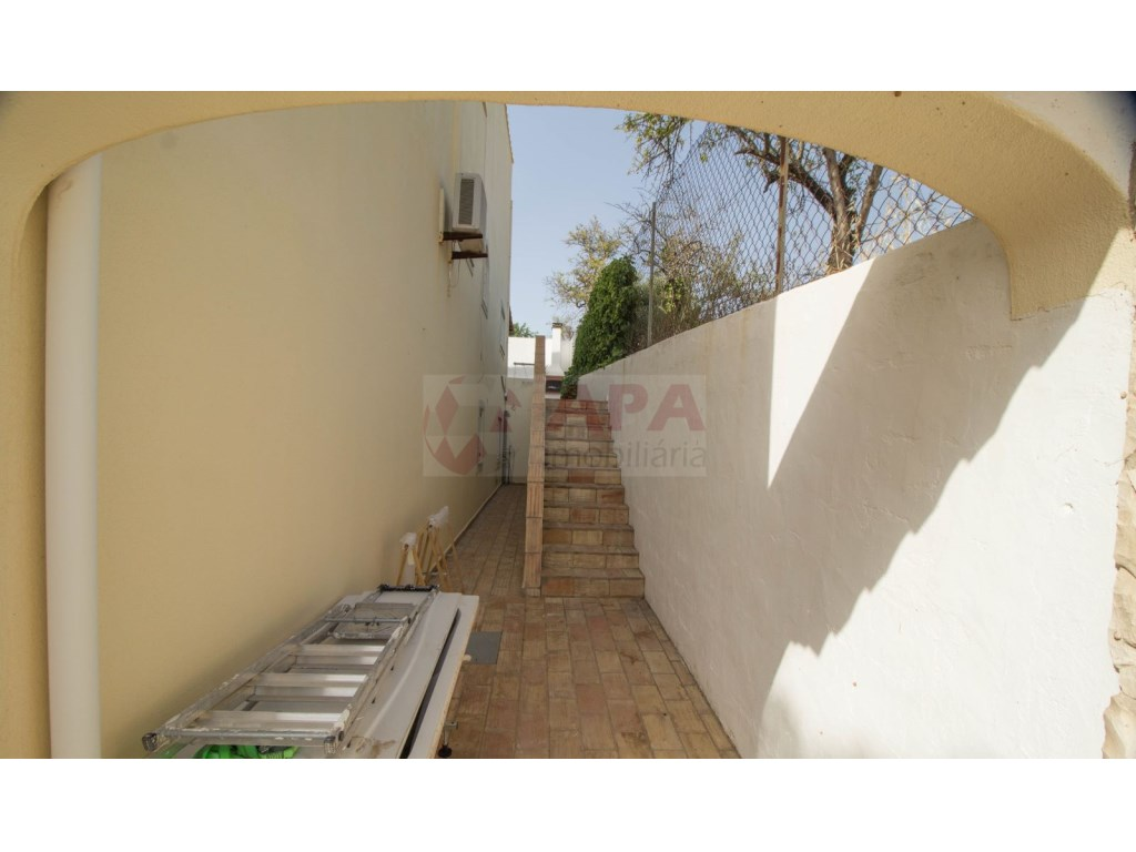 4 Bedroom villa with pool in Loulé (35)