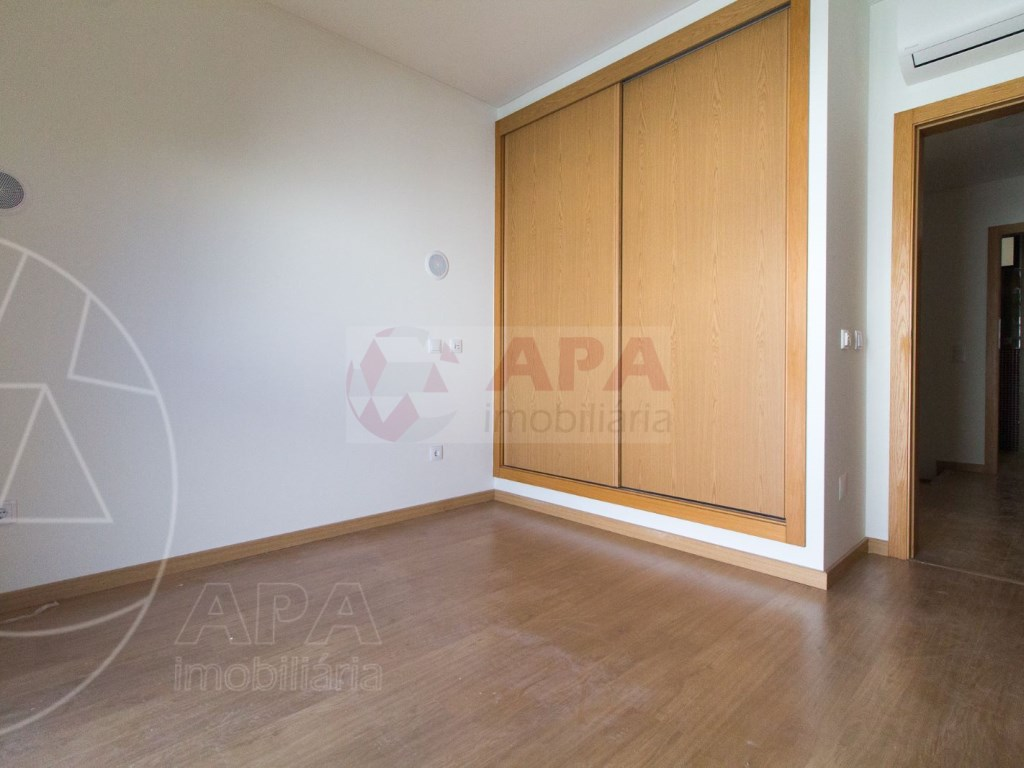 4 Pièces + 1 Chambre intérieur Maison in São Pedro, Faro (Sé e São Pedro) (20)