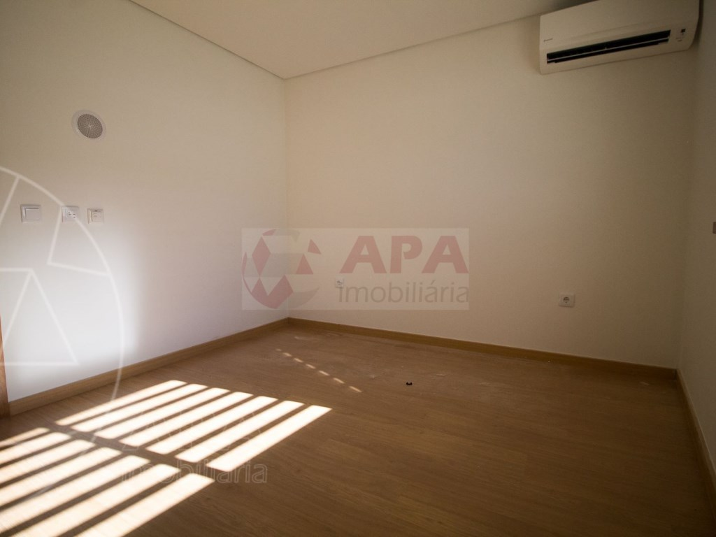 4 Pièces + 1 Chambre intérieur Maison in São Pedro, Faro (Sé e São Pedro) (28)
