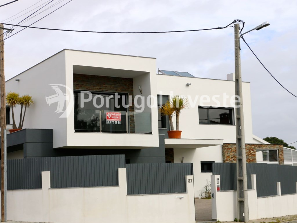 Villa for sale with swimming pool, contemporary style. Portugal Investe