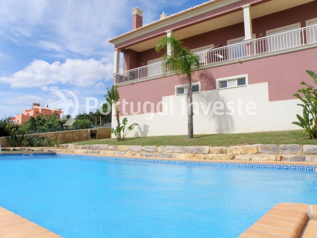 2 bedroom apartment for sale in gated community, 5 minutes away from Albufeira. Portugal Investe