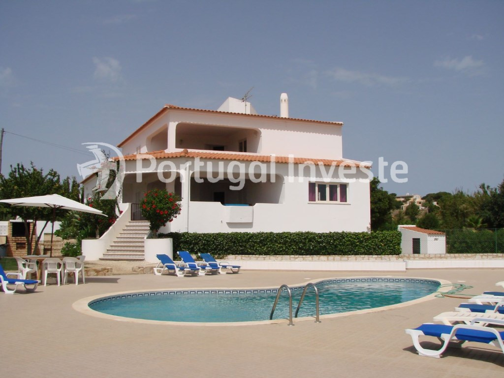 5+1 bedrooms villa, with pool, 5 minutes away from the beach, Albufeira. Portugal Investe