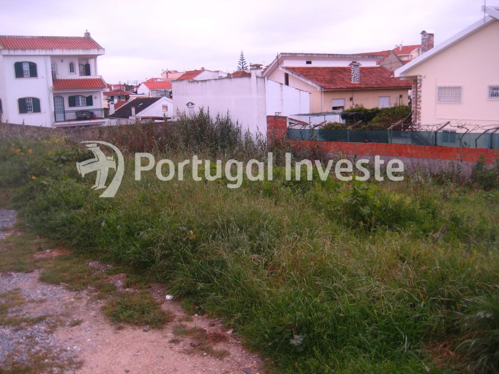 Plot for 3 floors villa, in Charneca da Caparica, 10 minutes away from Lisbon - Portugal Investe