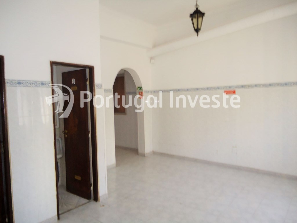 For rent store/coffee, in Almada - Portugal Investe