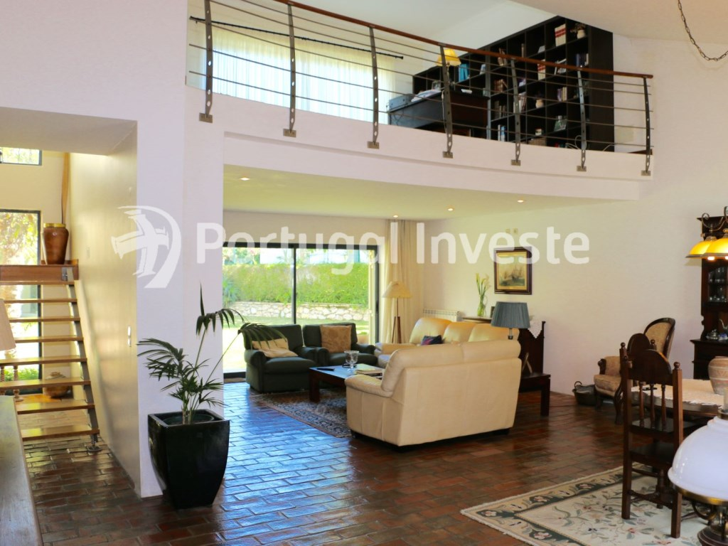 4 bedrooms villa,720 sq/m plot, Lisbon, Portugal Investe, Living room