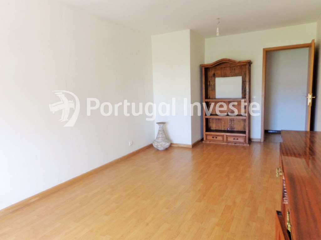 For sale 3 bedrooms apartment with parking, 5 minutes away from Lisbon - Portugal Investe