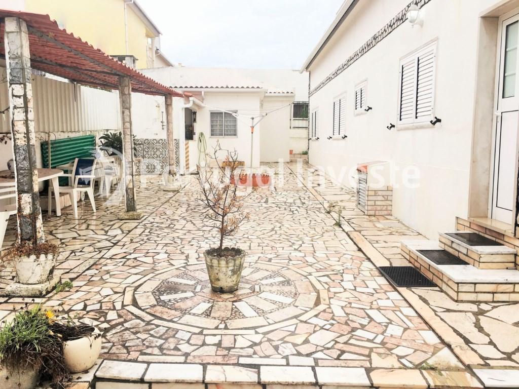 For sale 3 bedrooms villa, garage, 10 minutes away from Lisbon - Portugal Investe