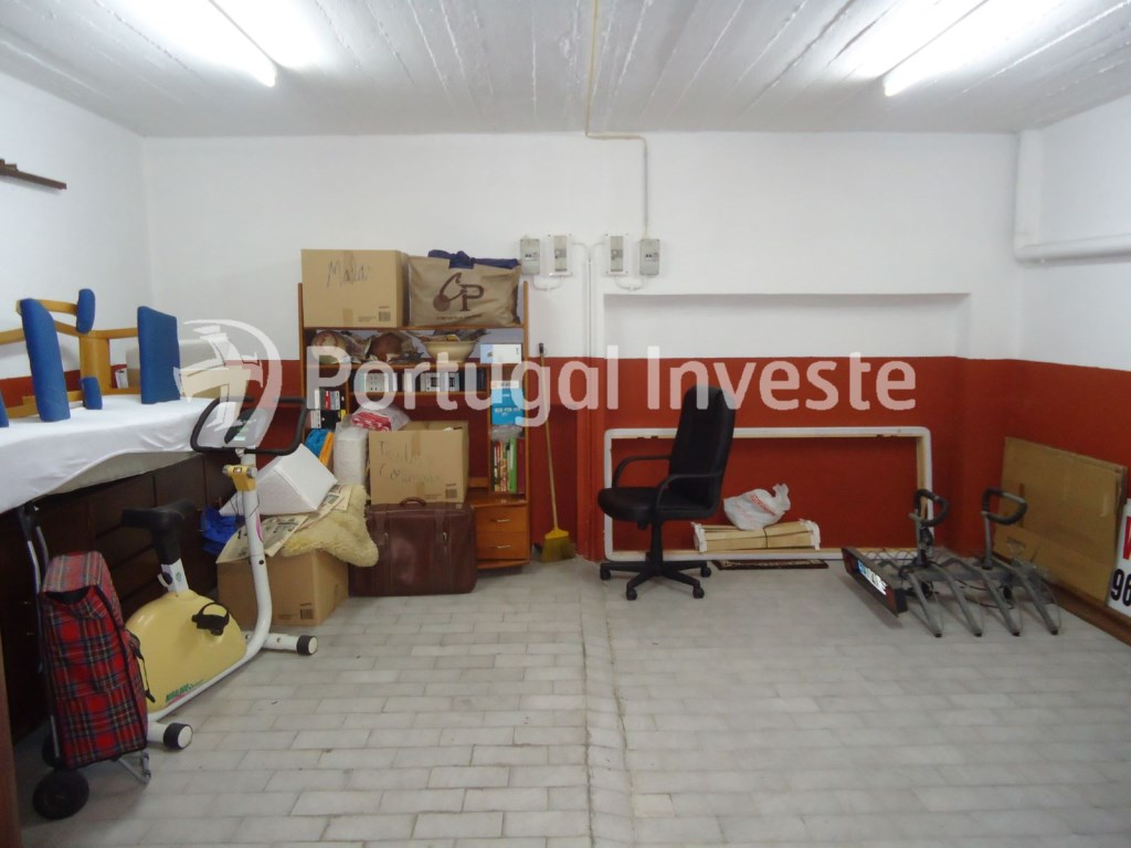 For sale 23 sq/m garage in noble zone of Almada, Ramalha - Portugal Investe