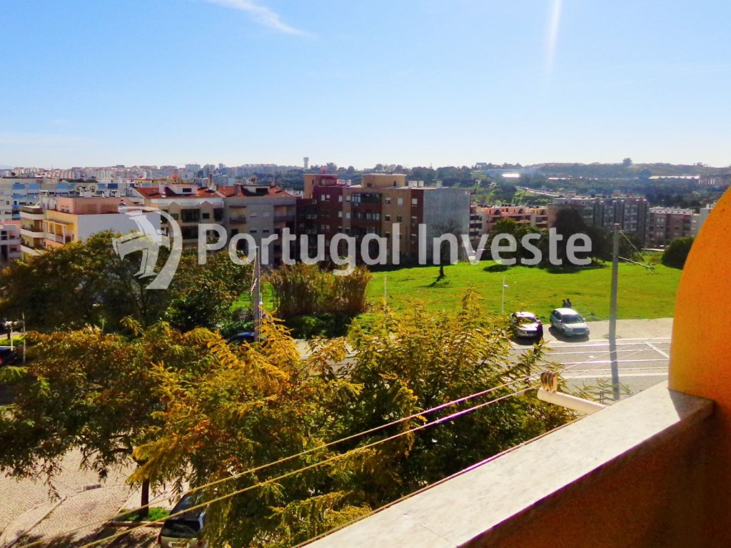 Balcony, For sale 2 bedrooms apartment, storage, 8 minutes away from Lisbon - Portugal Investe