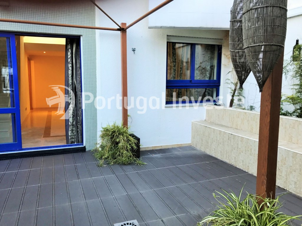 For sale excellent 3 + 1 bedrooms duplex, garage and two terraces, close to the beach, 10 minutes away from Lisbon - Portugal Investe