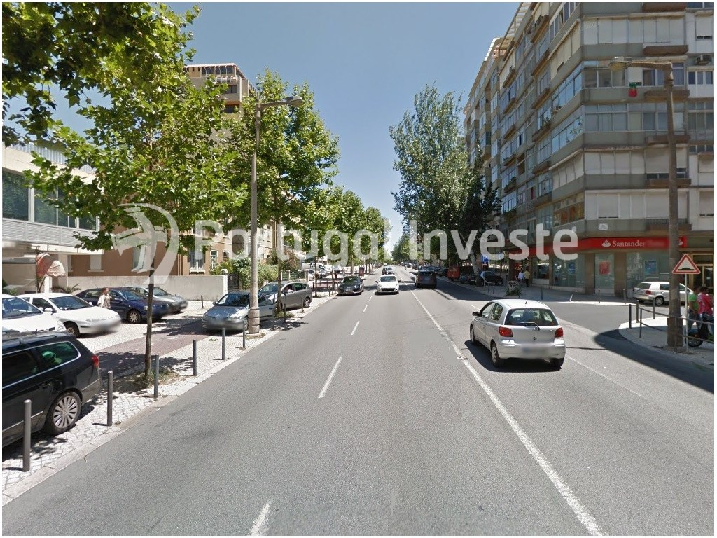 For sale excellent office, 817 sqm, 10 parking spaces, 5 minutes away from the Lisbon Airport - Portugal Investe