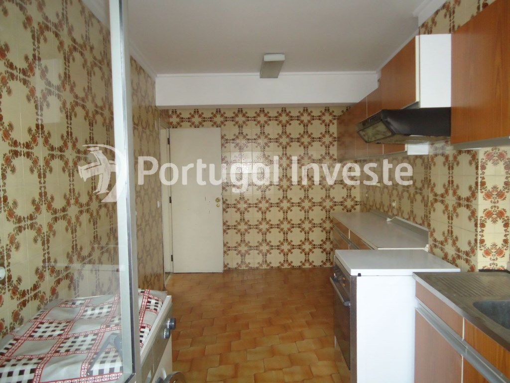 Kitchen, For sale two bedrooms apartment, 10 minutes away from Lisbon - Portugal Investe