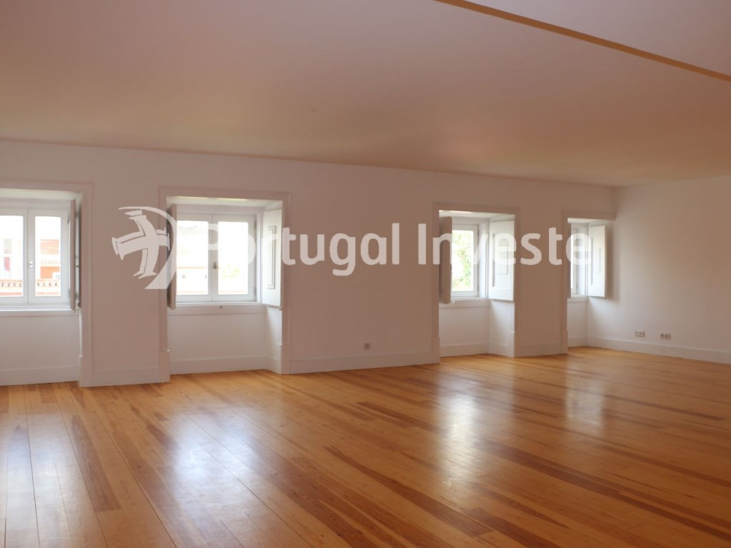 For sale divine 5 bedrooms duplex, new, 349 sq/m, historical building of Lisbon - Portugal Investe