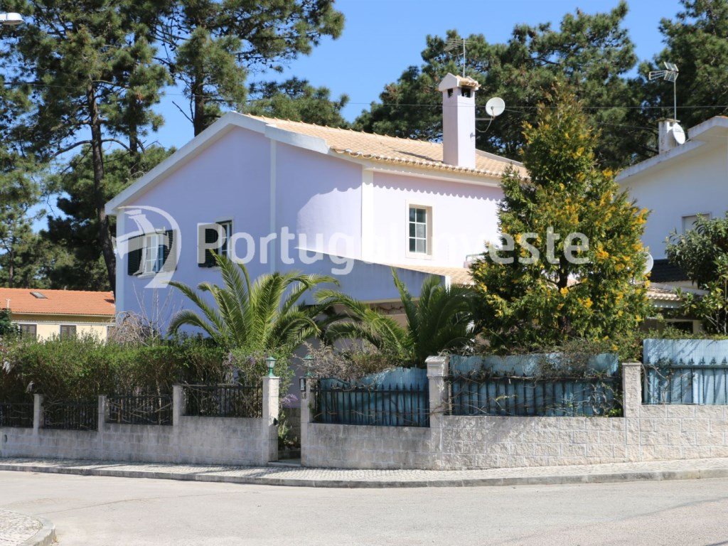 For sale 4 bedrooms villa, garage, close to the beach and 20 minutes away from Lisbon - Portugal Investe