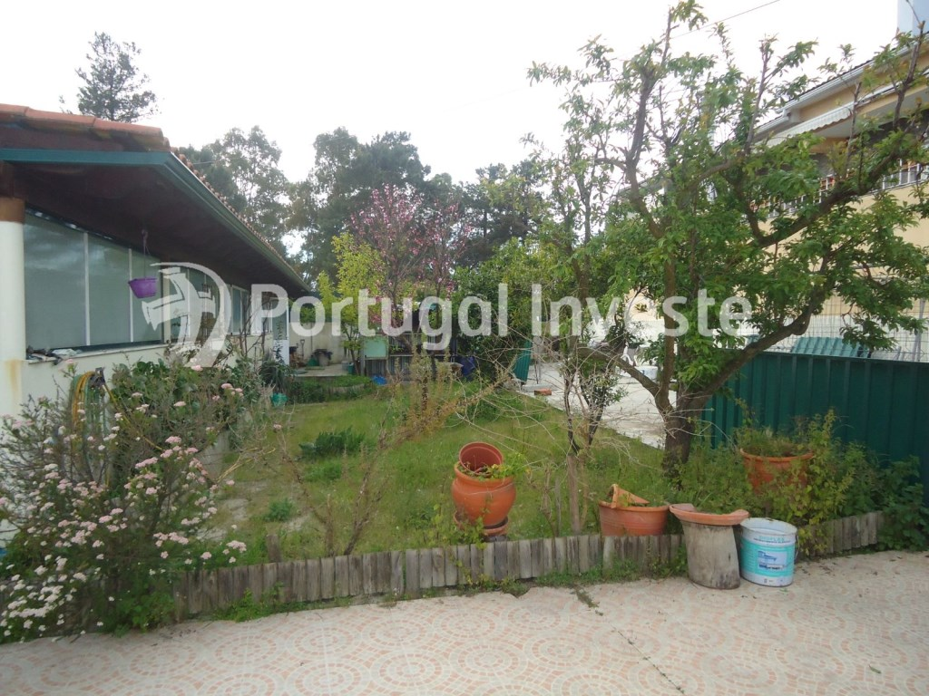 For sale plot of 442 sq/m with 1 bedroom villa, 15 minutes away from Lisbon - Portugal Investe