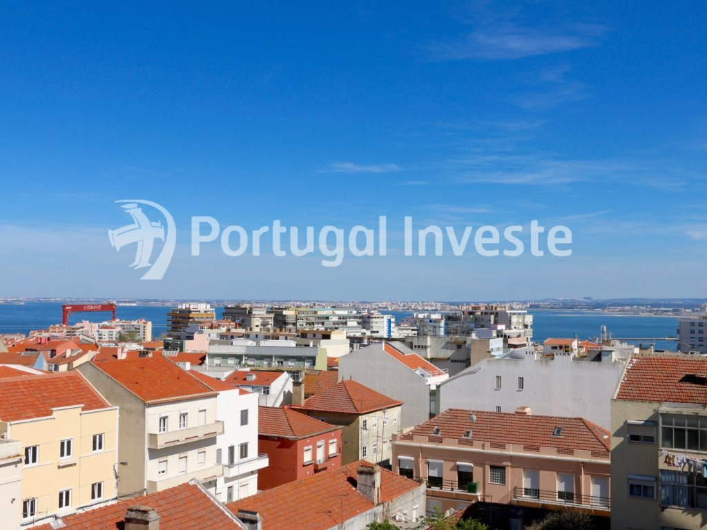 View, For sale 2 + 1 bedrooms apartment, river view, fully renewed, 15 minutes from Lisboa - Portugal Investe