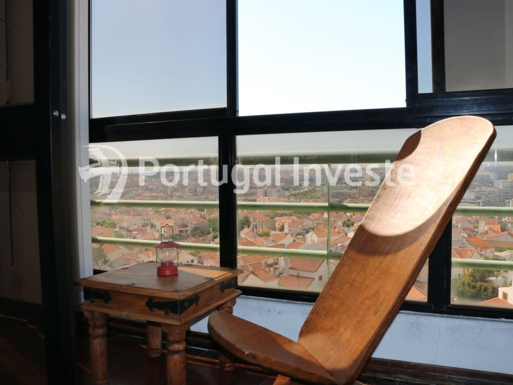 Closed balcony, For sale 2 bedrooms apartment, river view, 10 minutes away from Lisbon - Portugal Investe