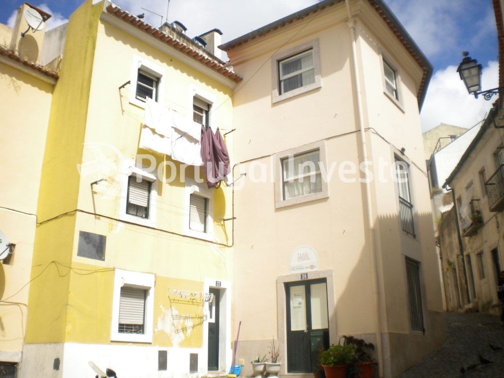 For sale 1 bedroom triplex, fully remodeled, historic neighborhood of Lisbon, Mouraria - Portugal Investe