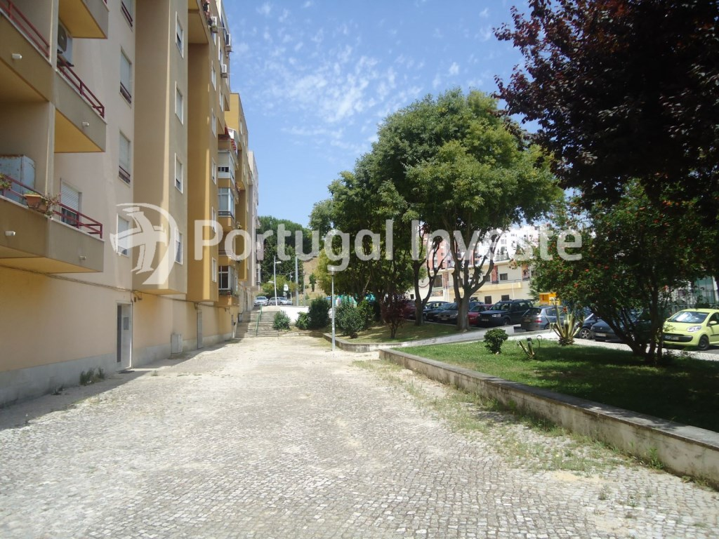 For sale 3 bedrooms apartment, noble neighborhood, 5 minutes away from Lisbon - Portugal Investe