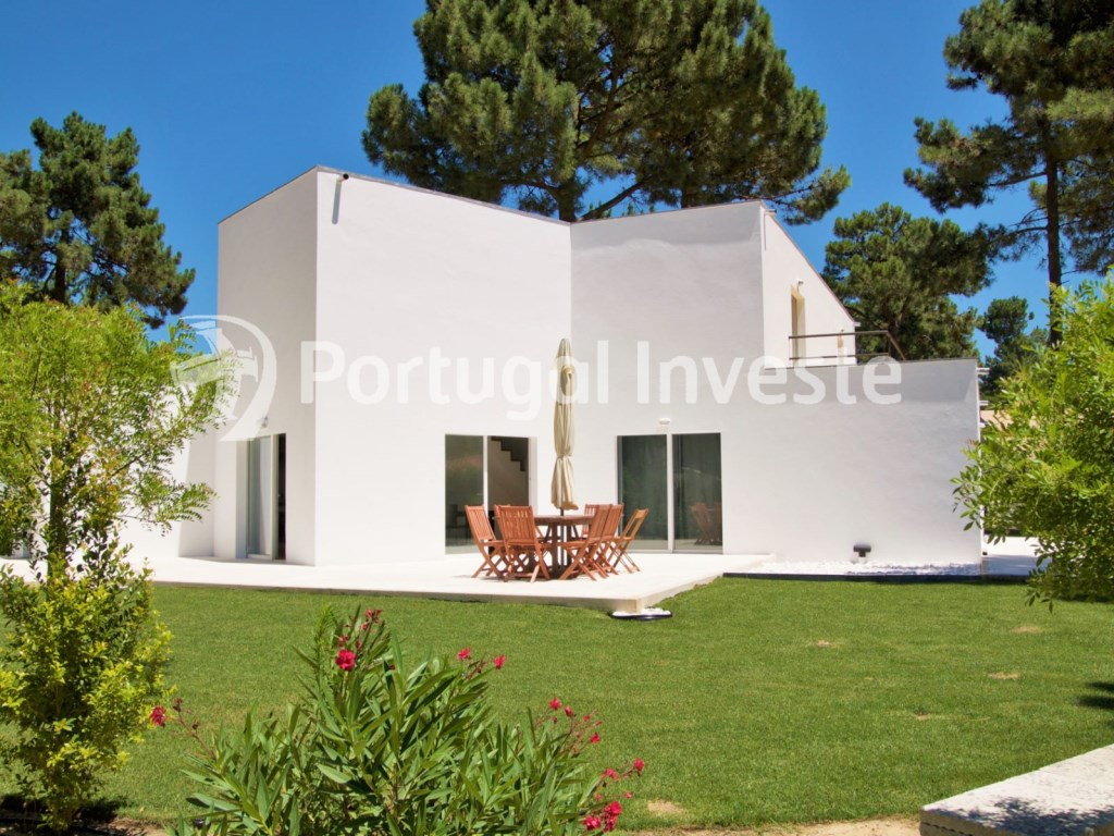 For sale 3 bedrooms villa, beautiful garden, in luxury condo, 20 minutes away from Lisbon - Portugal Investe