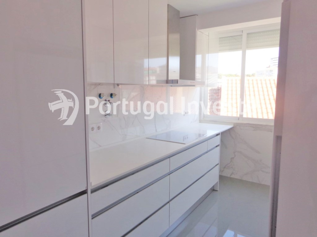 For sale 2+1 bedrooms apartment, fully renewed, 10 minutes away from Lisbon - Portugal Investe