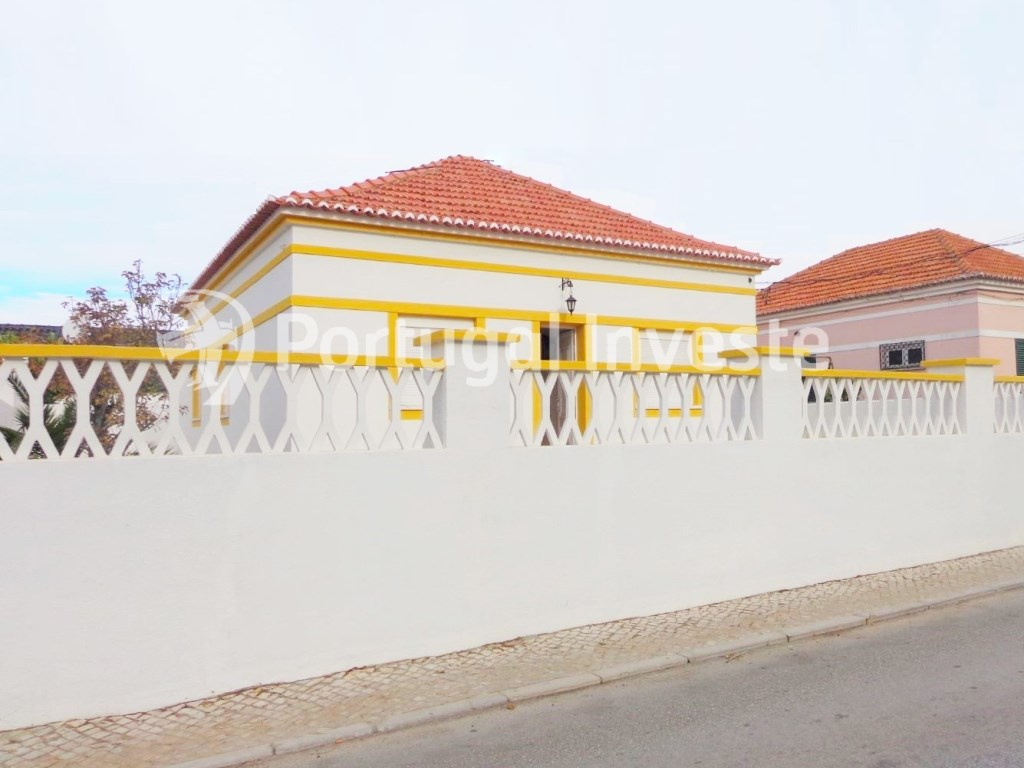 For sale 3 bedrooms villa, renewed, garage, 10 minutes from Lisbon, in Caparica - Portugal Investe