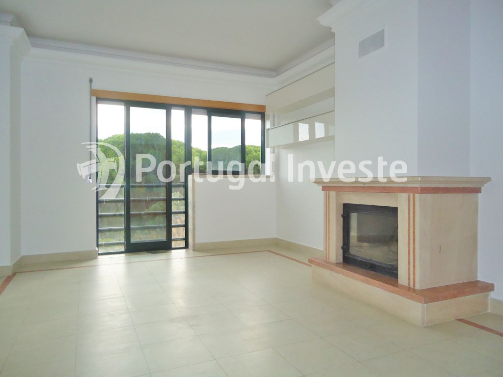 Living room, For sale 3 bedrooms apartment, storage, beautiful view, 10 minutes away from Lisbon - Portugal Investe
