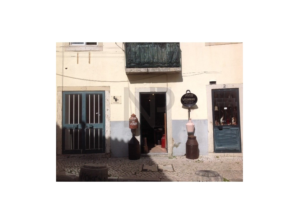 Mouraria, shop, 18 m2, excellent location.