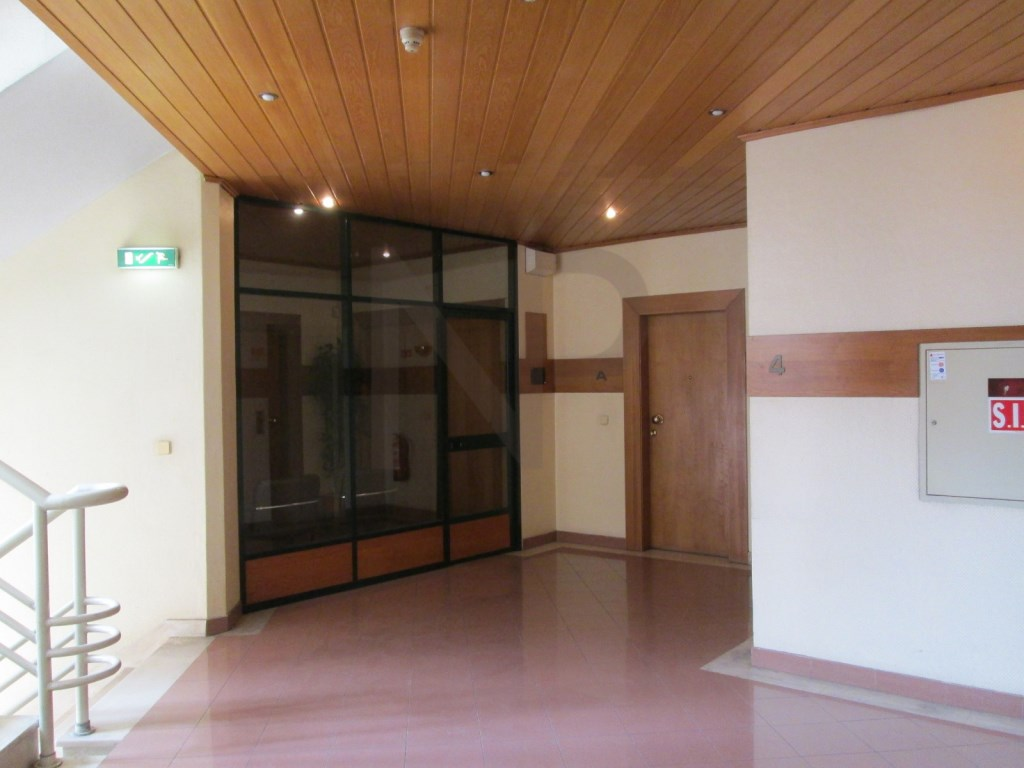 Miraflores, Algés, Office in excellent location