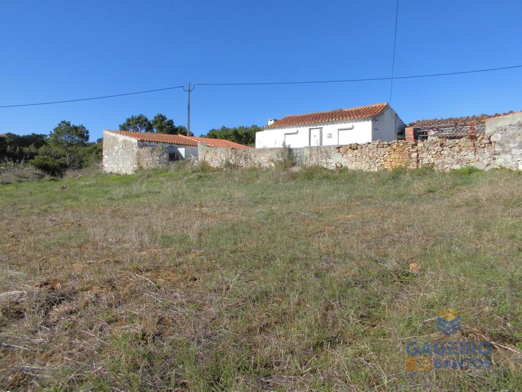Old house with land and annexes - Serra dos Mangues.