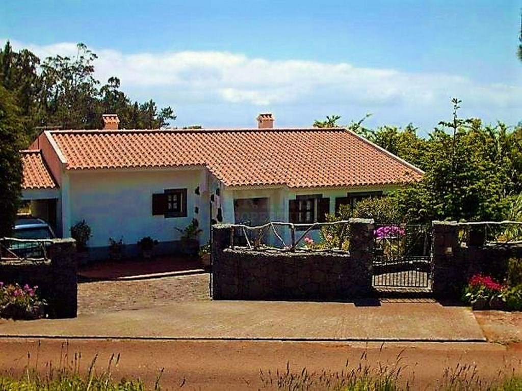 Cottage with 1600m2 Prime Properties Madeira Real Estate (12)