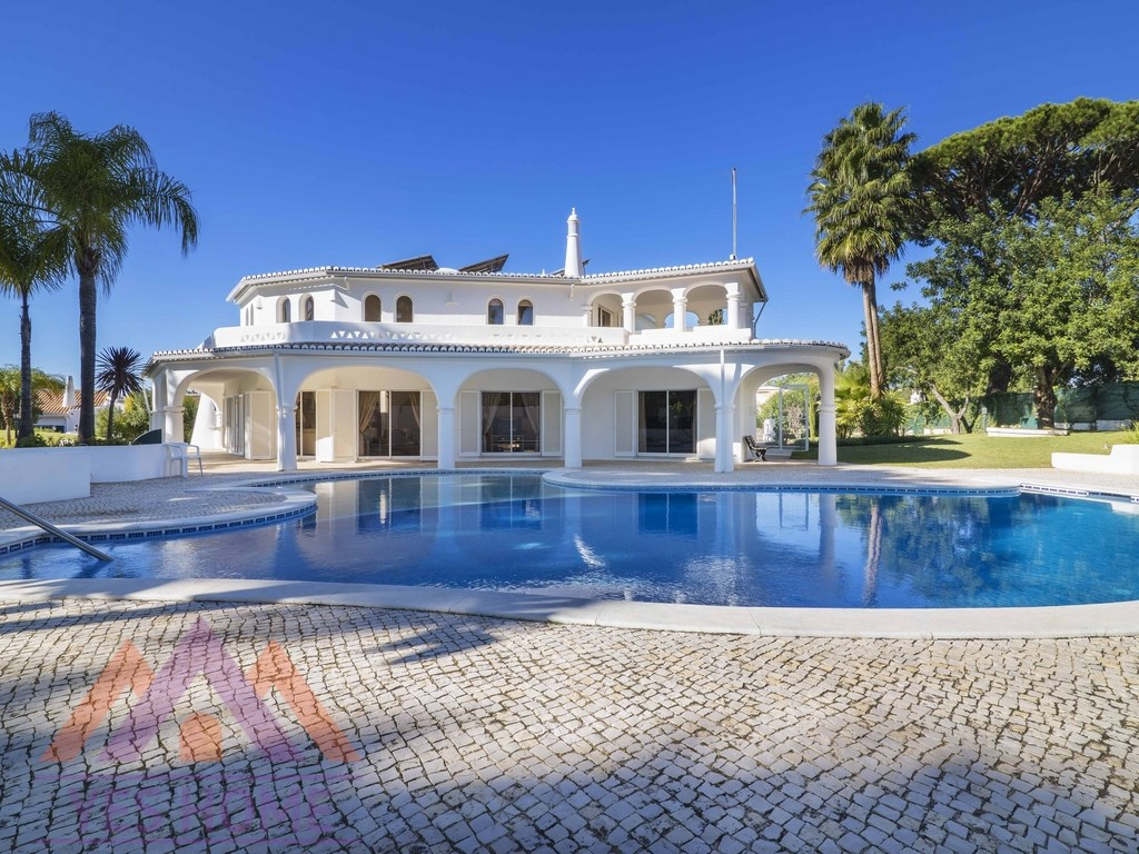 5 Bedroom Villa close to the Golf Course for sale in Vilamoura (1)