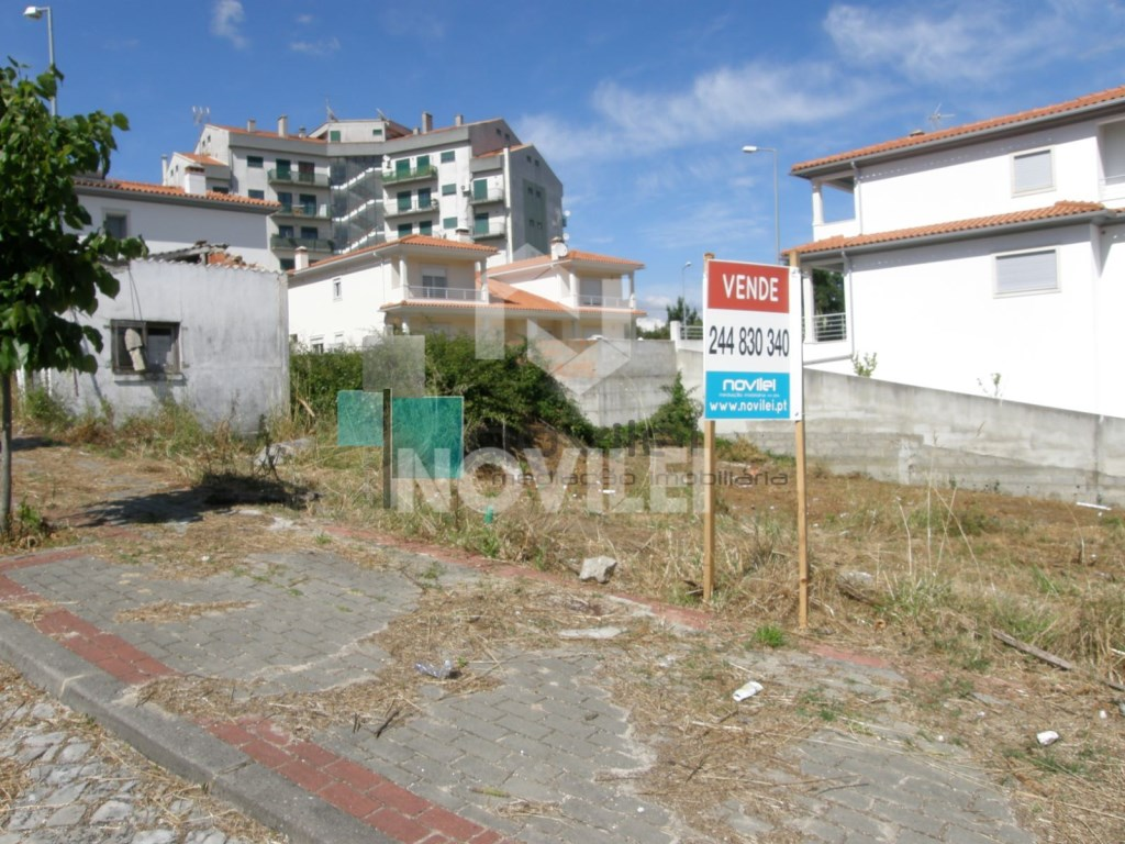 Urbanized land plot in Leiria