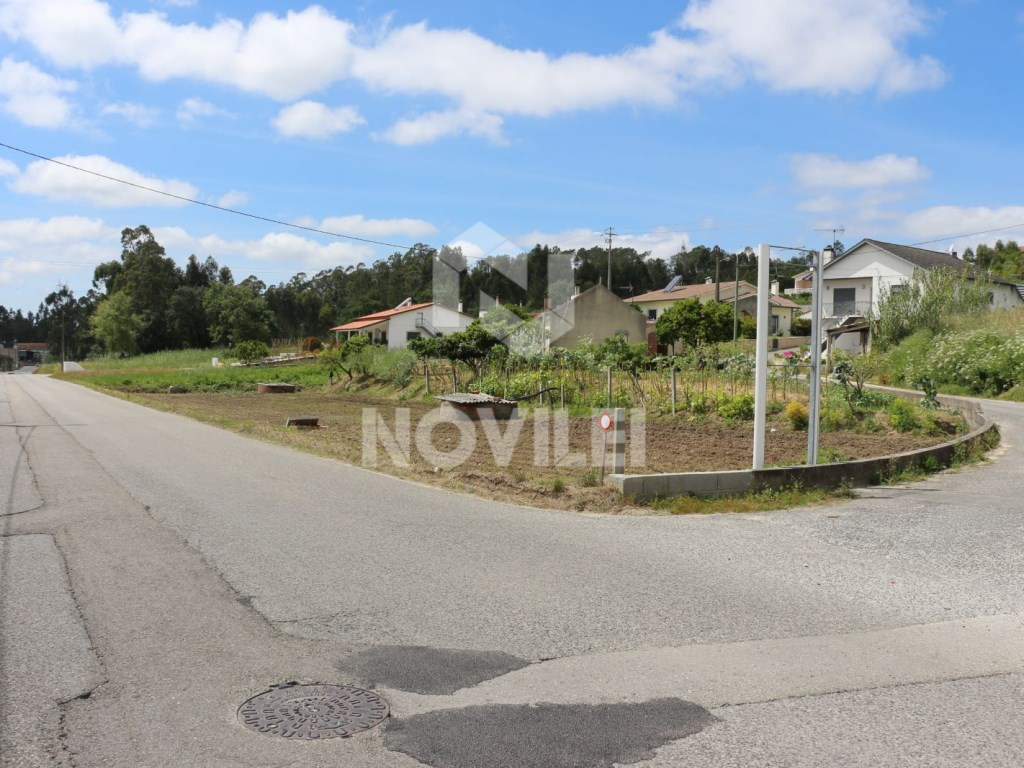 Land with 1500 m2 6 km from Leiria