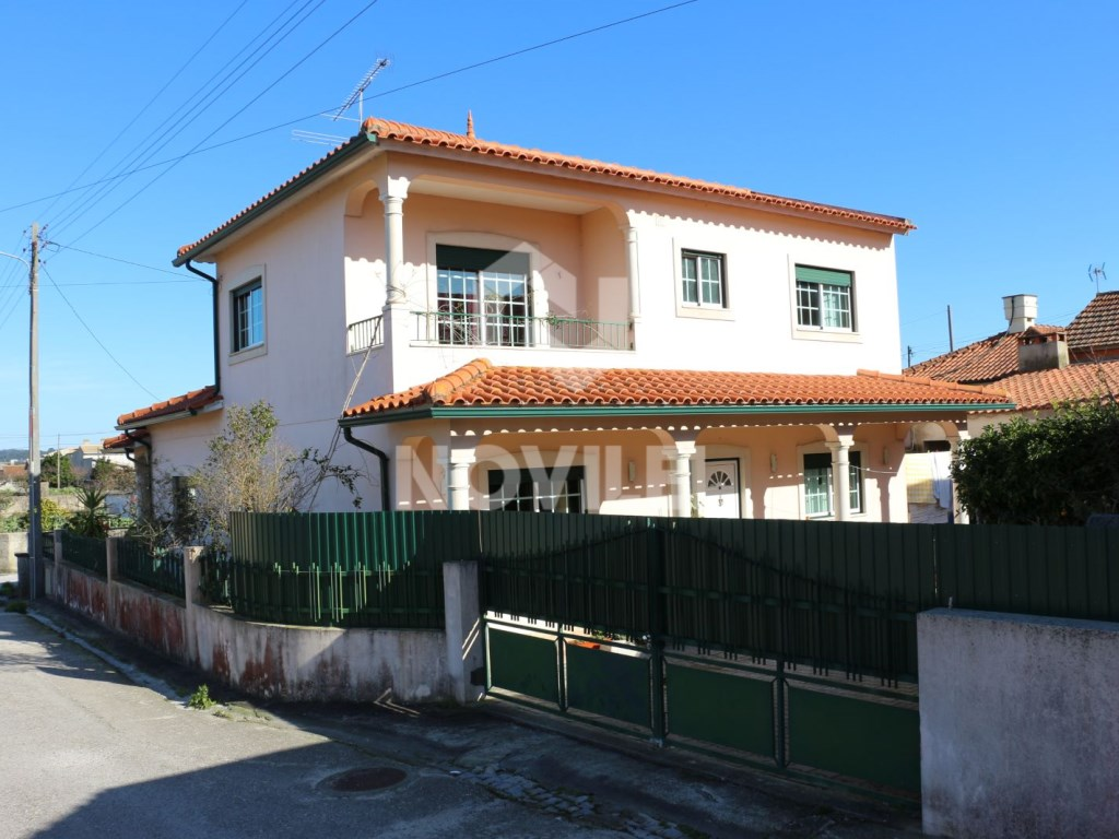 Detached single storey in the Centre of Leiria