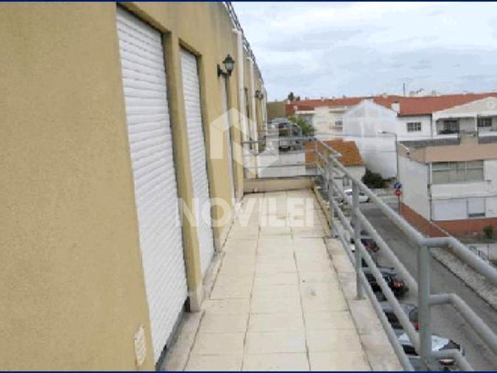 2 bedroom apartment with parking in the Centre of Marinha Grande