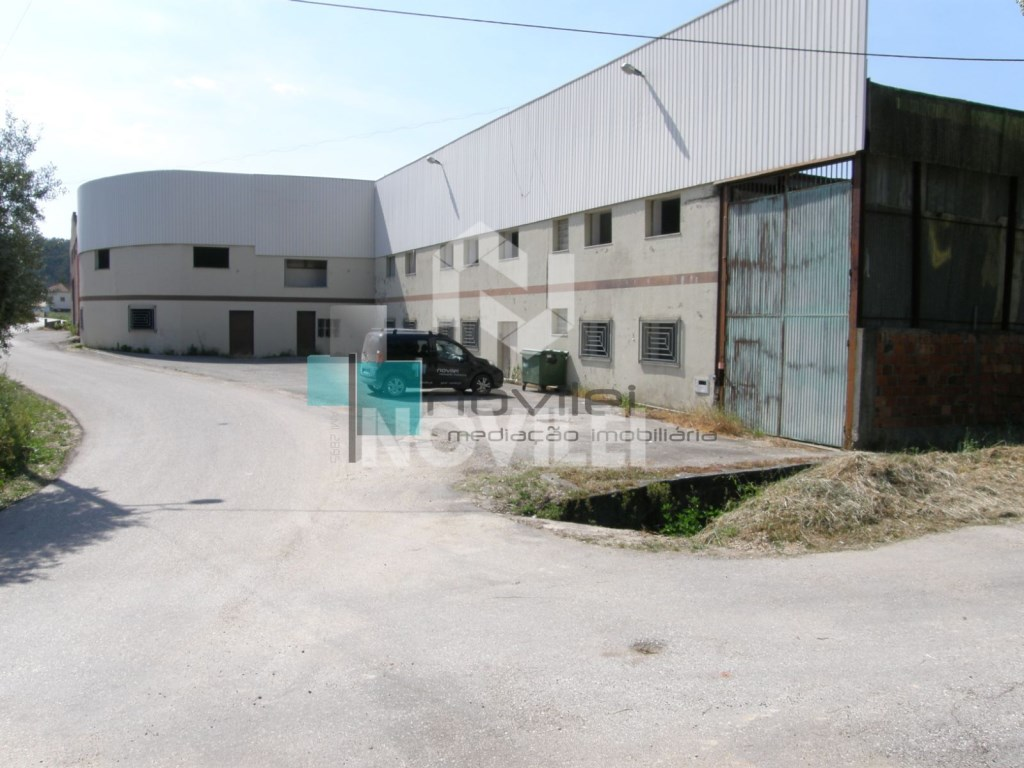 Warehouse for sale in Leiria