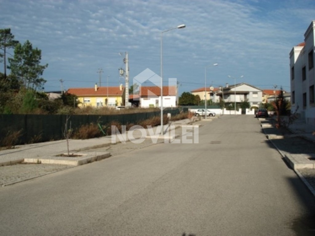 Land with 2,501 m ²