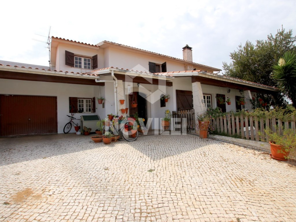 House 4 bedrooms in Leiria