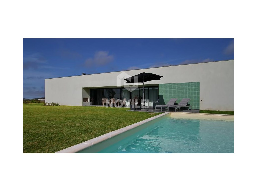Detached single storey Villa w/private pool, designed by architect Nuno Graça Moura