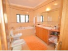 bathroom in luxury villa for sale in the Algarve%10/22