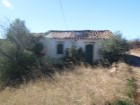 Ruin inserted into land with the total of 1514 m ² in Santa Catarina. |