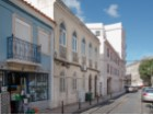 Sale of Building (600 m 2) with three fronts, vacant, situated between the Cathedral and the square of the onions. |