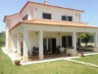 Beautiful villa full of potential in Cascais, in the neighborhood of Rosario | 4 Bedrooms + 1 Interior Bedroom | 4WC
