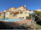 Villa T6 with excellent areas, recently refurbished, in condominium with swimming pool, located near the Centre of the town of Ericeira, with sea views and excellent sun exposure. +2 apartment (2 rooms in the attic and the basement office). | 6 Bedrooms | 4WC