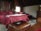 Master suite with king bed & ensuite%4/10