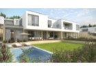 Townhouse T3+1 with garden, garage and private swimming pool. | 3 Bedrooms + 1 Interior Bedroom