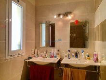 en suite bathroom%8/18