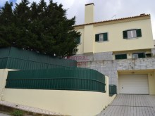 House 5 bedrooms distributed on 4 floors. Uses of garage, garden and barbecue. Facade %1/16
